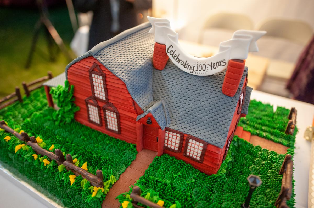 Strong-Howard House replica cake